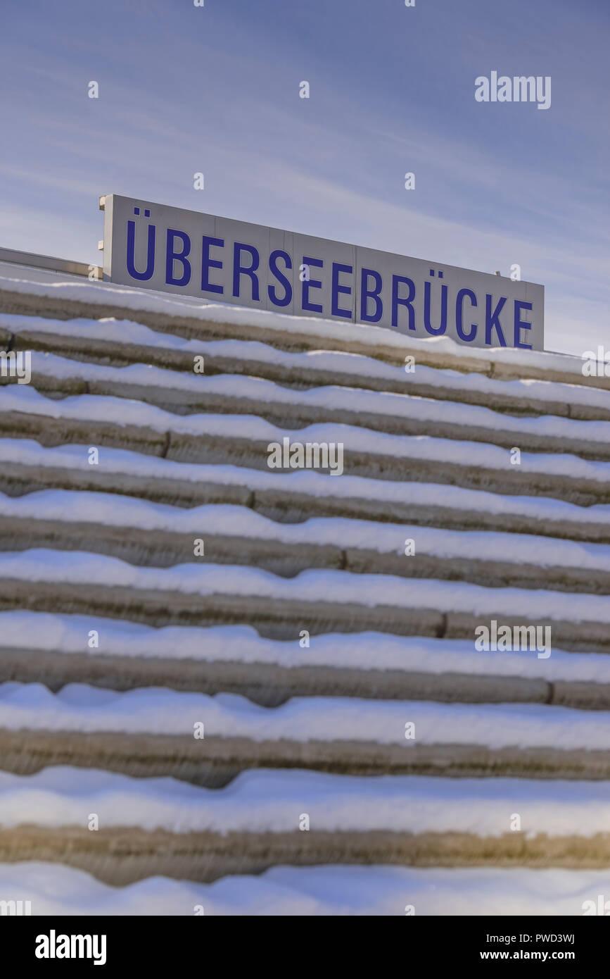 Deutschland, Hamburg, Hafen, Hafencity, Brücke, Überseebrücke, Hafenpromenade, Promenade - Stock Image
