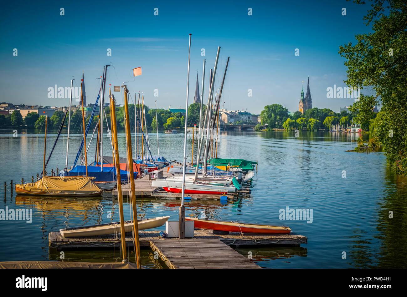 Deutschland, Hamburg, Alster, Aussenalster, segeln, Segelboot - Stock Image