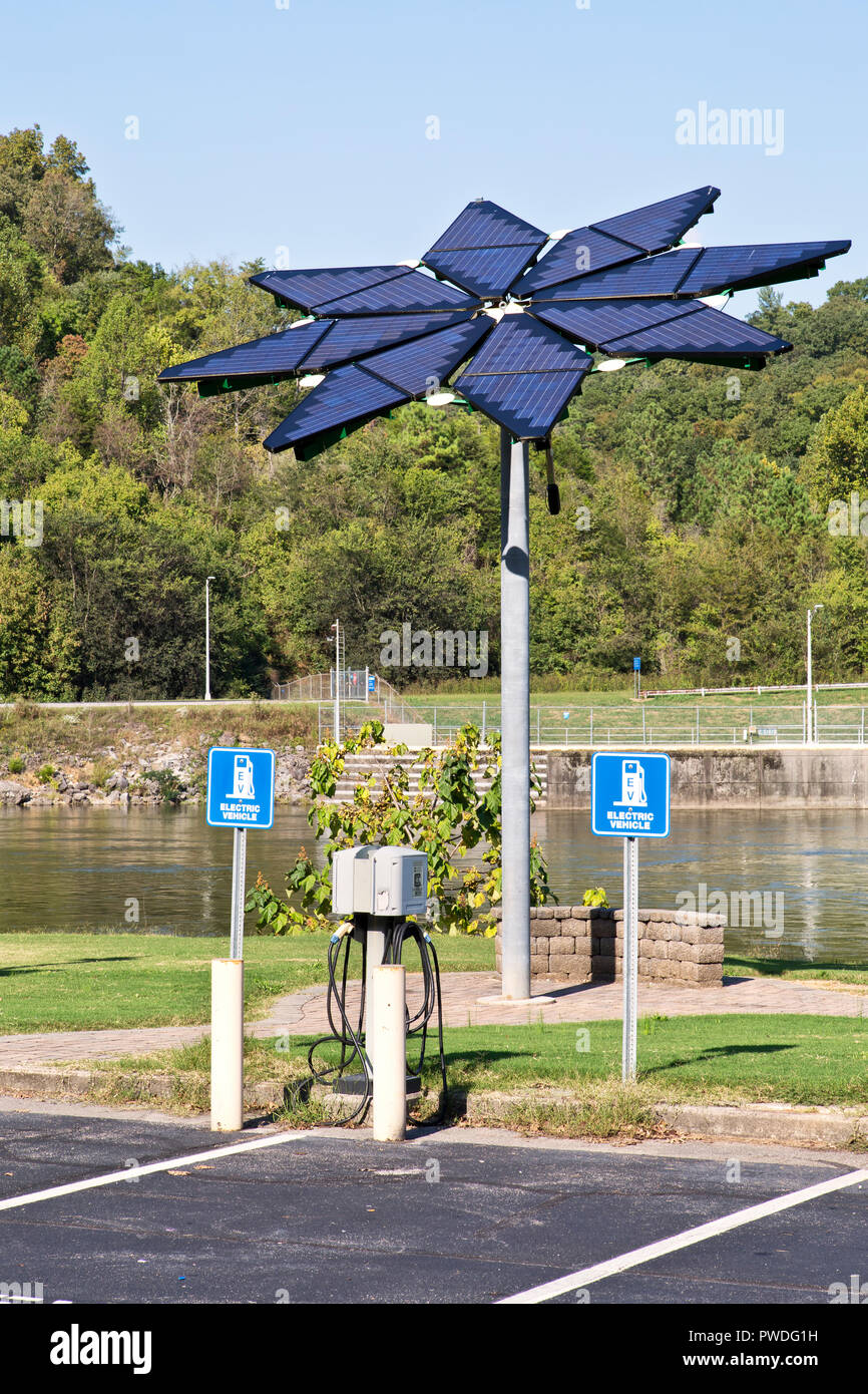 Electric Vehicle Charge Station, Solar Array 'Solar Photovoltaic Flair', Melton Hill Hydro Electric Dam, Demonstration Project, Melton Hill Reservoir. - Stock Image