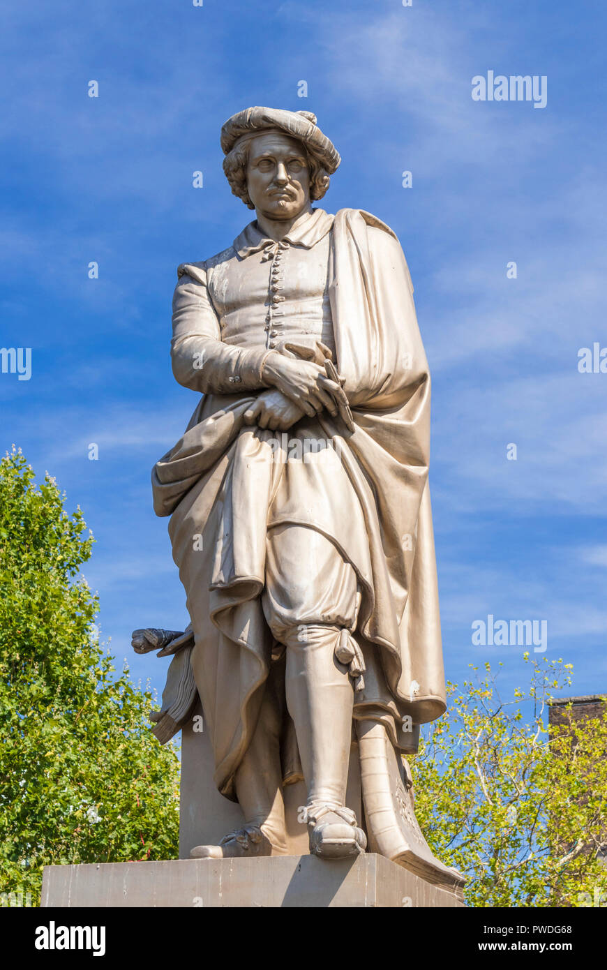 Amsterdam Holland Amsterdam Rembrandt statue part of the Rembrandt monument by Louis Royer in Rembrandt Square Rembrandtplein Amsterdam Netherlands - Stock Image