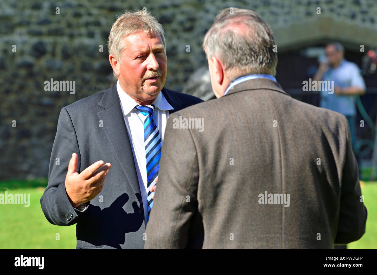 Sammy Wilson MP (DUP: East Antrim) being interviewed by Alex Salmond on College Green, Westminster, October 2018 - Stock Image