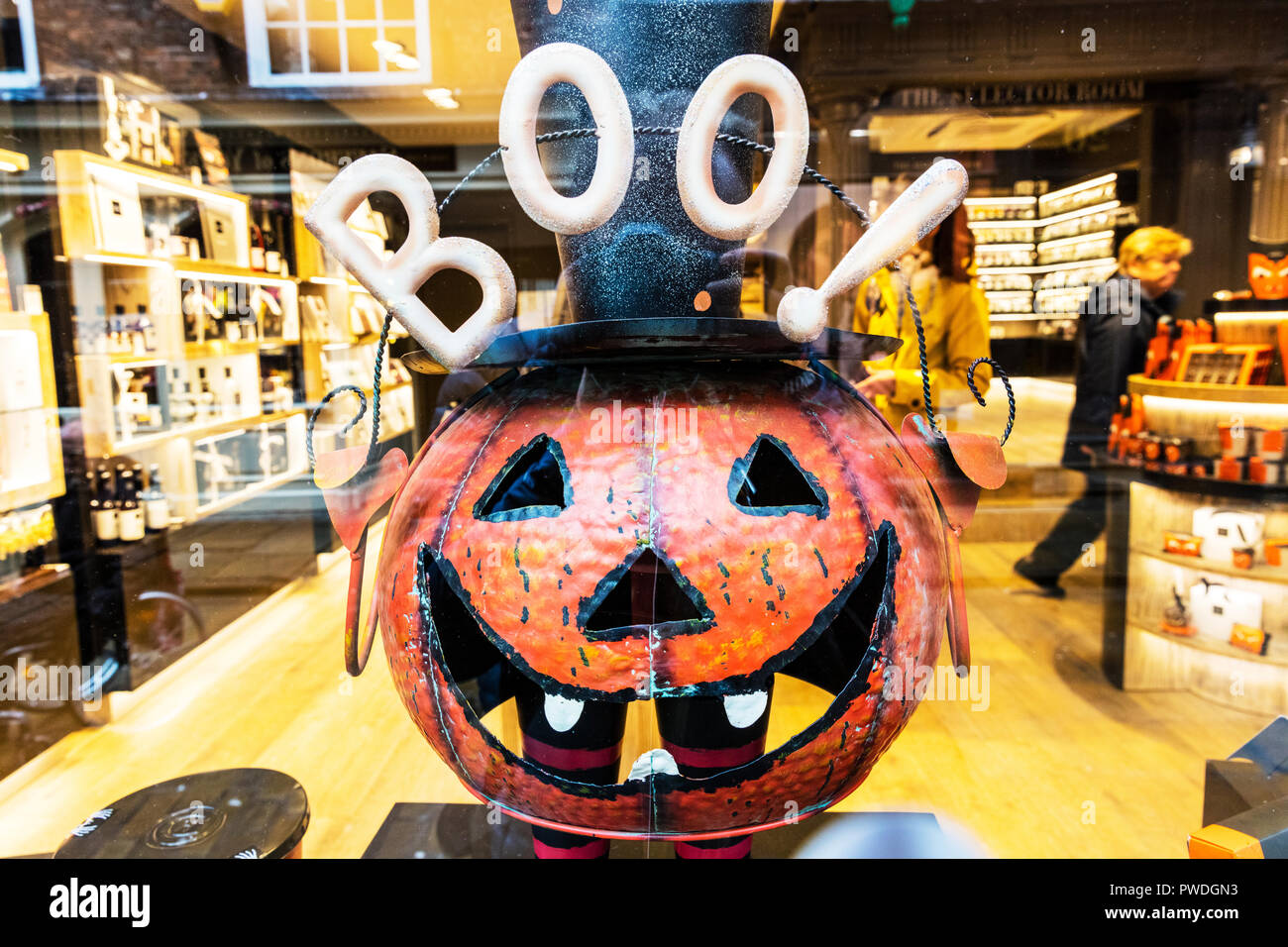 Halloween Pumpkin, Scary pumpkin, frightening pumpkin, Halloween, pumpkin, pumpkins, scary, boo, boo!, boo above pumpkin, pumpkin Halloween, Helloween - Stock Image