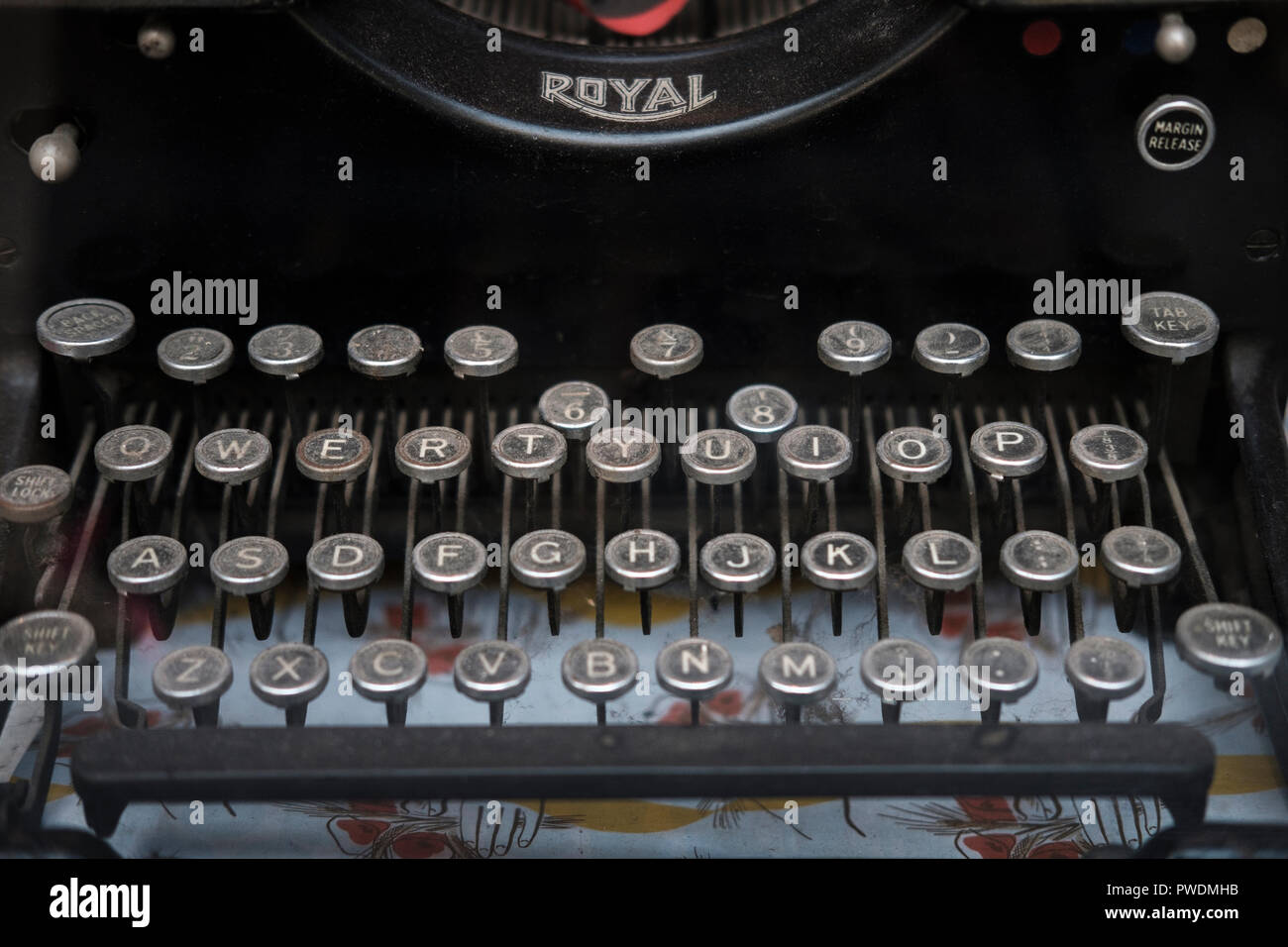 Antique Royal Typewriter covered in dust - Stock Image