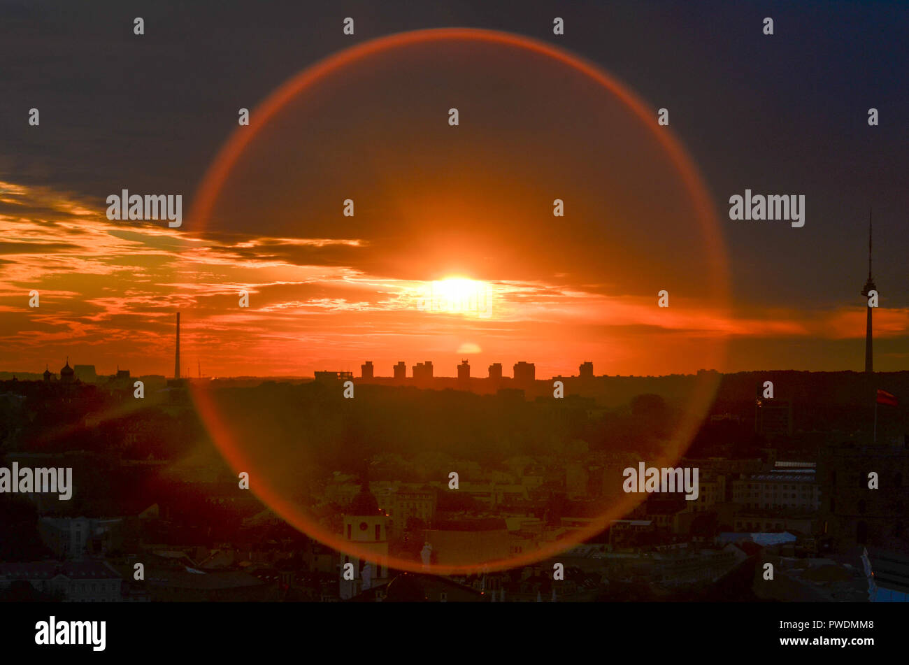 Panoramic view of Vilnius at sunset with circular lens flare, Lithuania - Stock Image