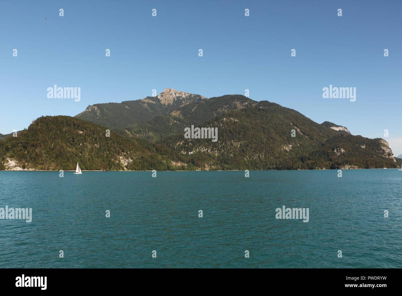 Blick von St. Gilgen über den Wolfgangsee Richtung Alpen - Stock Image