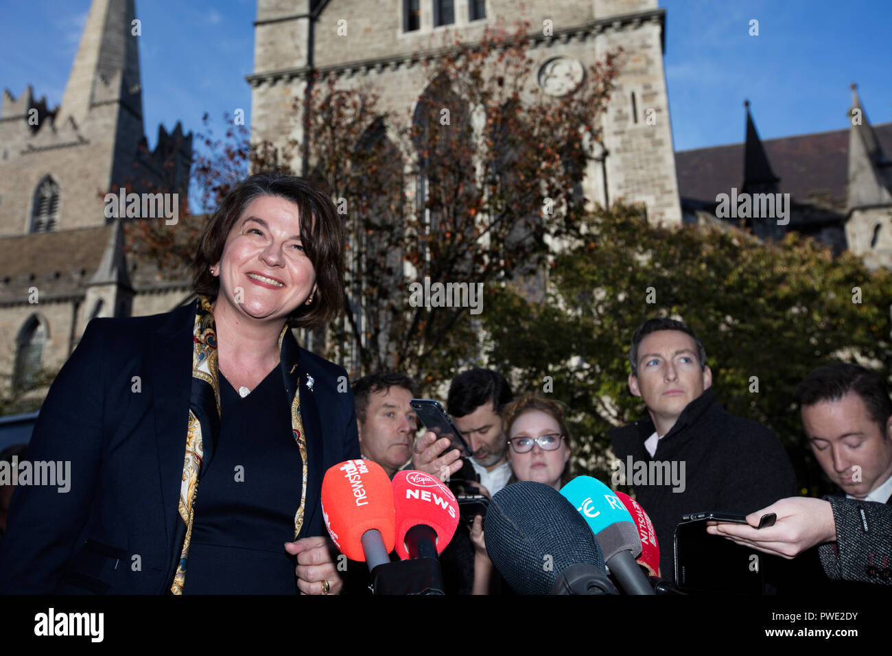 Dublin, Ireland. 15th Oct 2018.  Arlene Foster in Dublin. Democratic Unionist Party leader Arlene Foster gives a news conference outside St Patricks Church of Ireland Cathedral in Dublin after her meeting with Fianna Fail Leader Micheal Martin on Brexit. Photo: Eamonn Farrell/RollingNews.ie Credit: RollingNews.ie/Alamy Live News - Stock Image