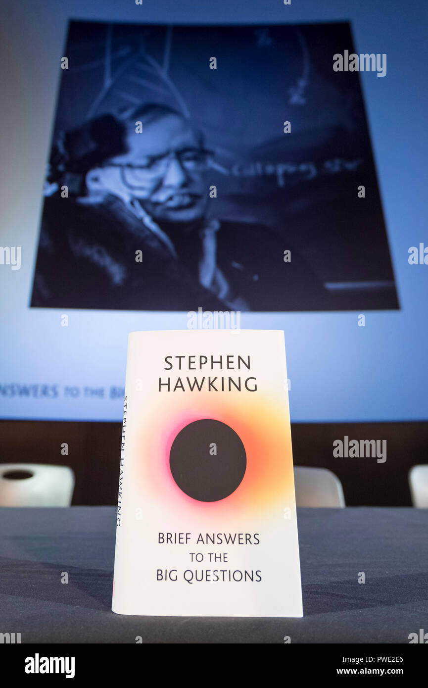 "London, UK. 15th Oct, 2018. Photo taken on Oct. 15, 2018 shows a copy of ""Brief Answers to the Big Questions"", the final book by Stephen Hawking, with a projected image of Stephen Hawking behind, at the book's global launch at the Science Museum in London, Britain. Credit: Stephen Chung/Xinhua/Alamy Live News Stock Photo"