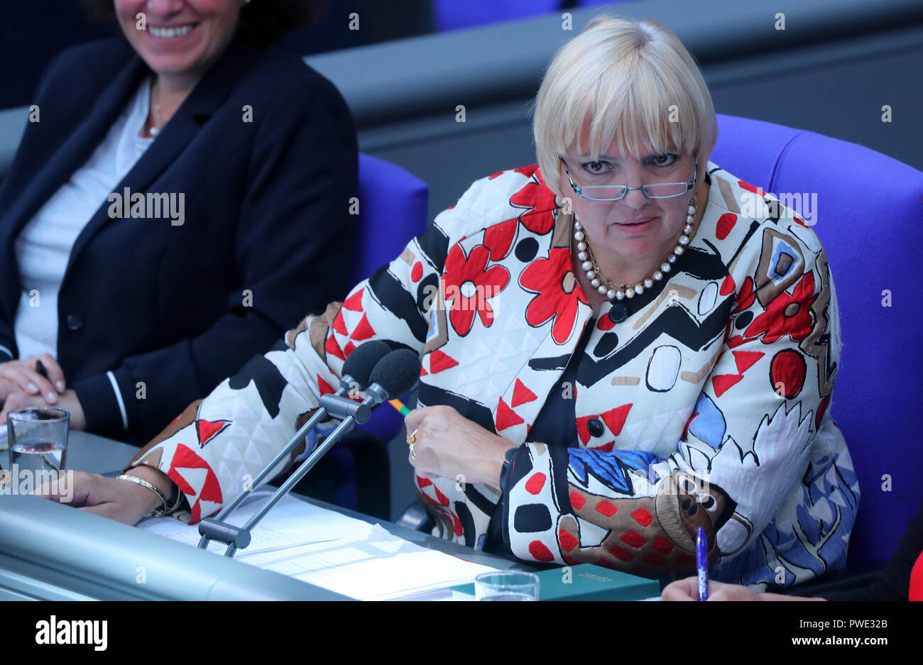 11 October 2018, Berlin: 11 October 2018, Germany, Berlin:Claudia Roth (Alliance 90/Greens), Deputy President of the Bundestag, speaks in the Bundestag. Photo: Jens Büttner/dpa-Zentralbild/dpa - Stock Image