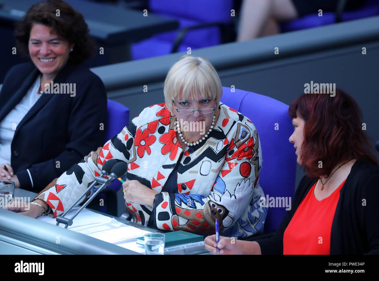 11 October 2018, Berlin: 11 October 2018, Germany, Berlin: Claudia Roth (Allianced 90/Greens), Deputy President of the Bundestag, speaks in the Bundestag. Photo: Jens Büttner/dpa-Zentralbild/dpa - Stock Image