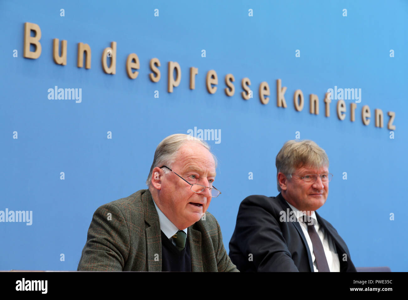 15 October 2018, Berlin: 15 October 2018, Germany, Berlin: Joerg Meuthen (R) and Alexander Gauland, party chairman of the AfD, take their places on the podium of the federal press conference and then answer questions about the results of the state elections in Bavaria. Photo: Jens Büttner/dpa-Zentralbild/dpa - Stock Image