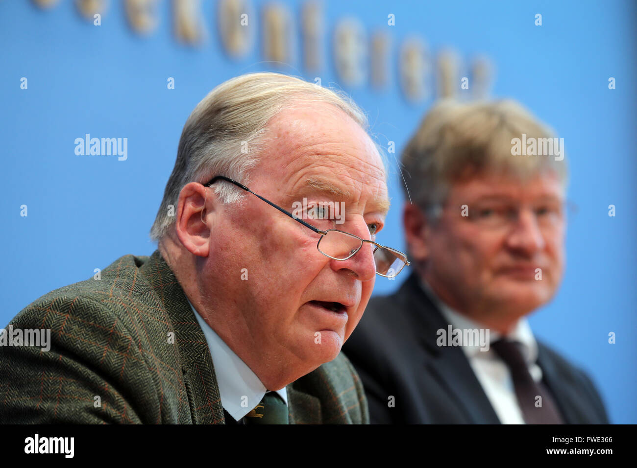 15 October 2018, Berlin: 15 October 2018, Germany, Berlin:Joerg Meuthen (R) and Alexander Gauland, party chairman of the AfD, take their places on the podium of the federal press conference and then answer questions about the results of the state elections in Bavaria. Photo: Jens Büttner/dpa-Zentralbild/dpa - Stock Image