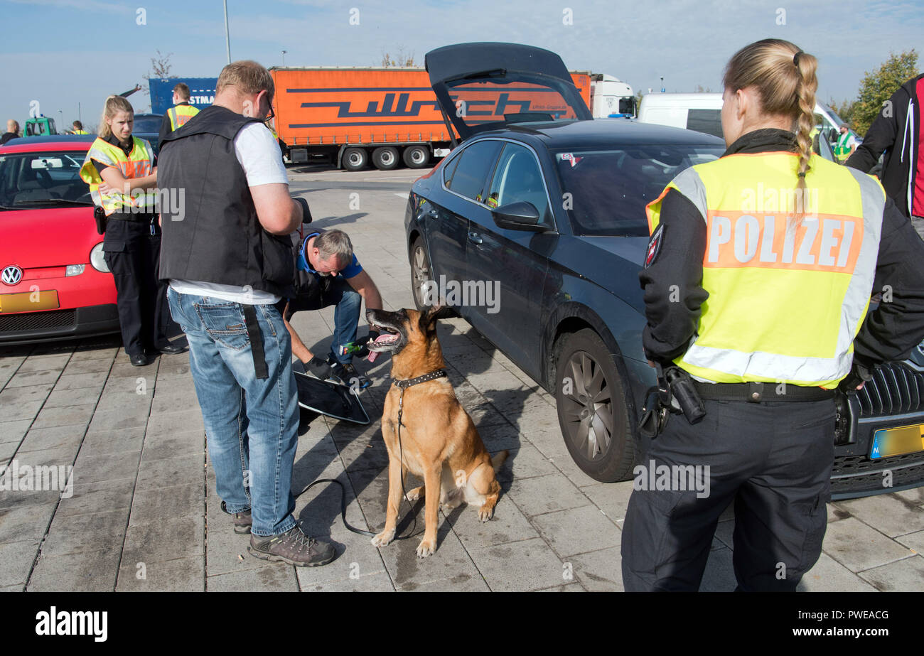 Melle, Lower Saxony  16th Oct, 2018  Police officers and