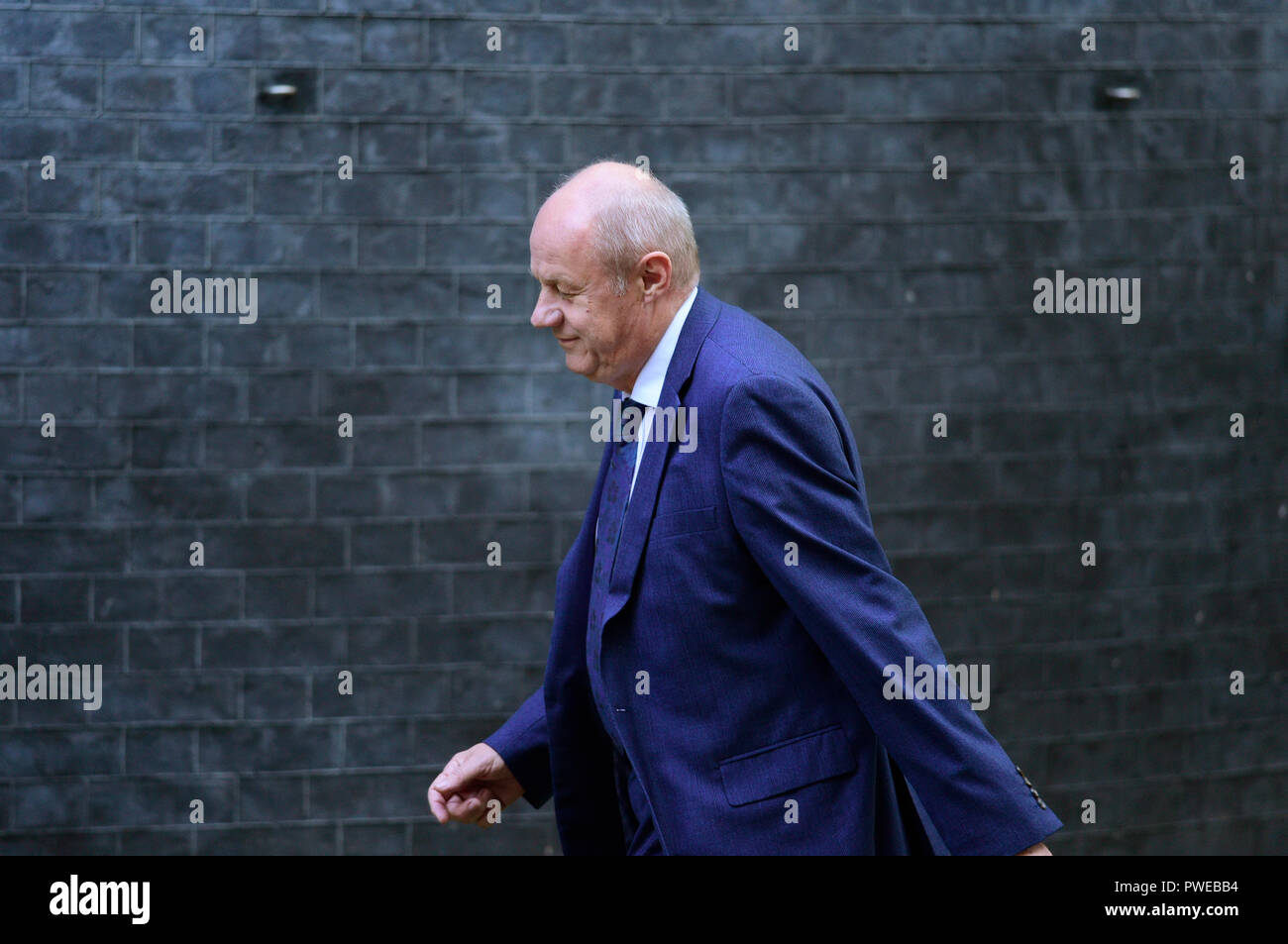 Downing Street, London, UK. 16 October 2018. A steady stream of Conservative MPs and Peers arrive and leave Downing Street for an extended cabinet meeting where Brexit backstop decision is being discussed. Image: MP Damian Green arriving. Credit: Malcolm Park/Alamy Live News. - Stock Image