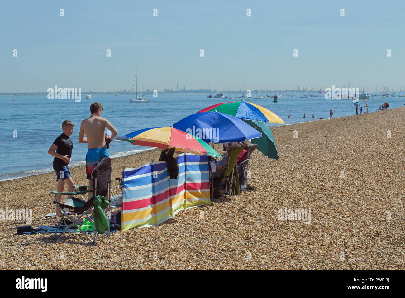 Solent eye stock photos solent eye stock images alamy - Medina swimming pool isle of wight ...