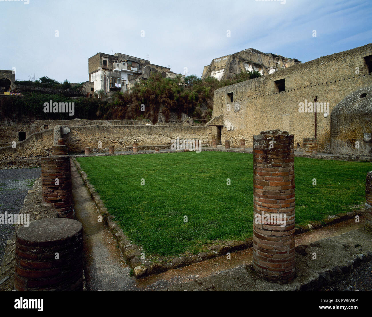 Italy. Herculaneum. Ancient Roman city destroyed by the eruption of the Vesuvius at 79 AD. Urban Baths. 1st century BC. Outside view. La Campania. - Stock Image