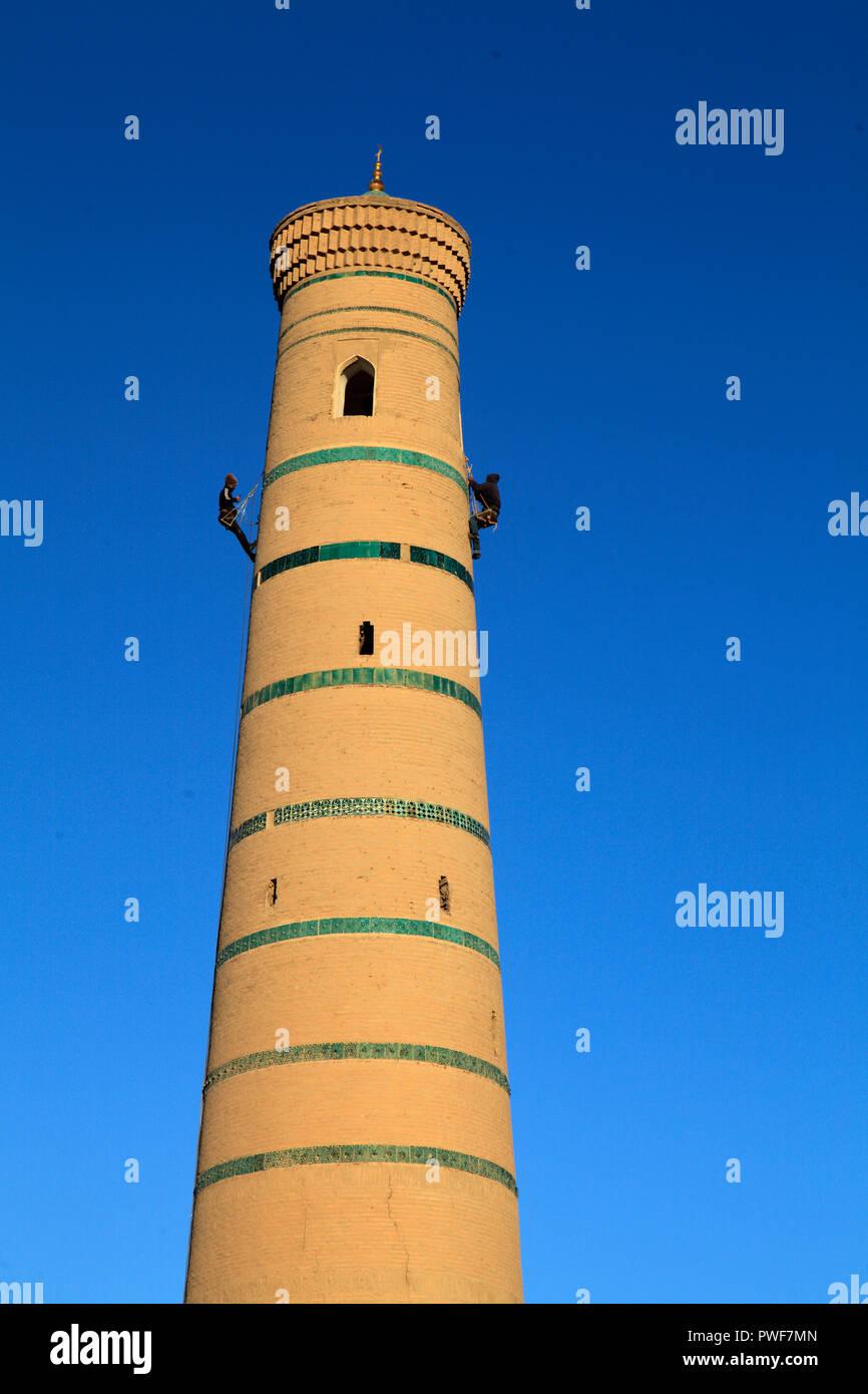 Uzbekistan, Khiva, Juma Mosque, minaret, workers, - Stock Image
