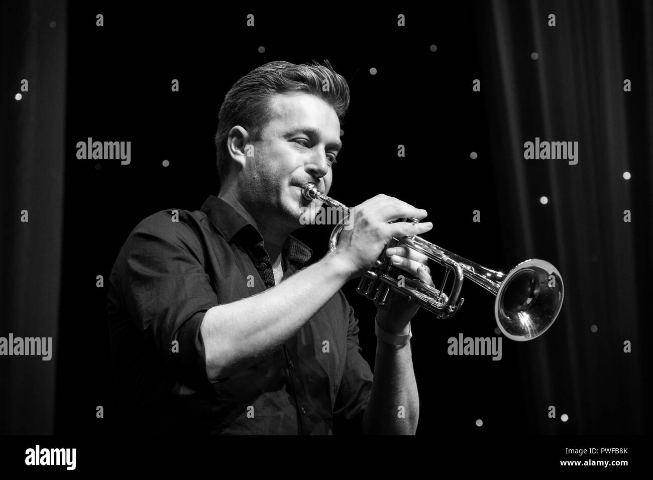 Graeme Flowers soloing on trumpet with the Terry Seabrook Quintet
