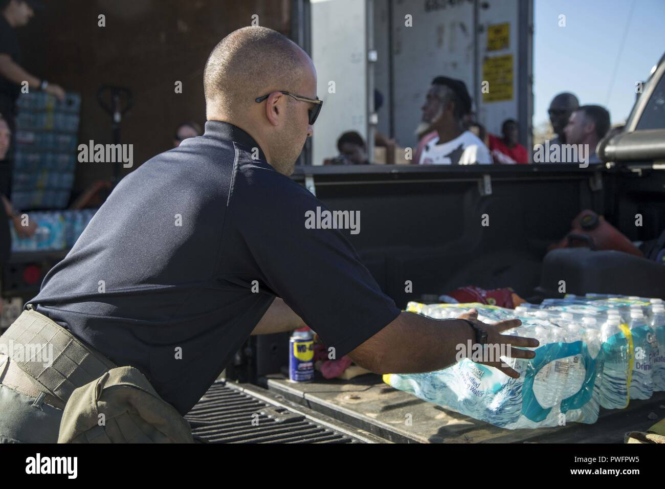 Blountstown, FL, October 13, 2018 - volunteers load vehicles with food and water at a Point of Distribution site during Hurricane Michael relief efforts, October 13, 2018. Point of Distribution or POD is where the public goes to pick up emergency supplies following a disaster. Cpl. Jacklyn Farias /CAISE. () - Stock Image