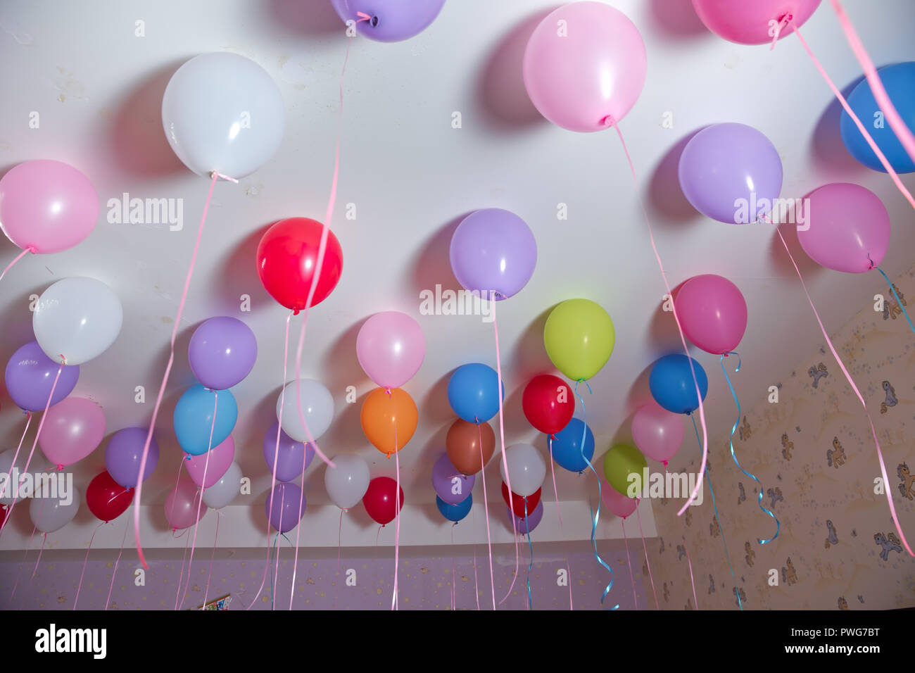 How To Decorate Room With Balloons For Birthday