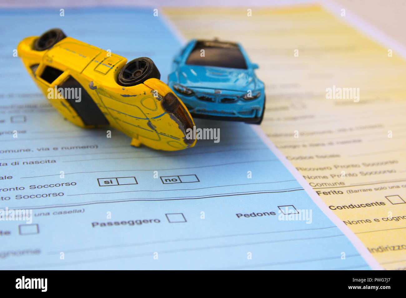 Motor vehicle collision between two cars - Stock Image