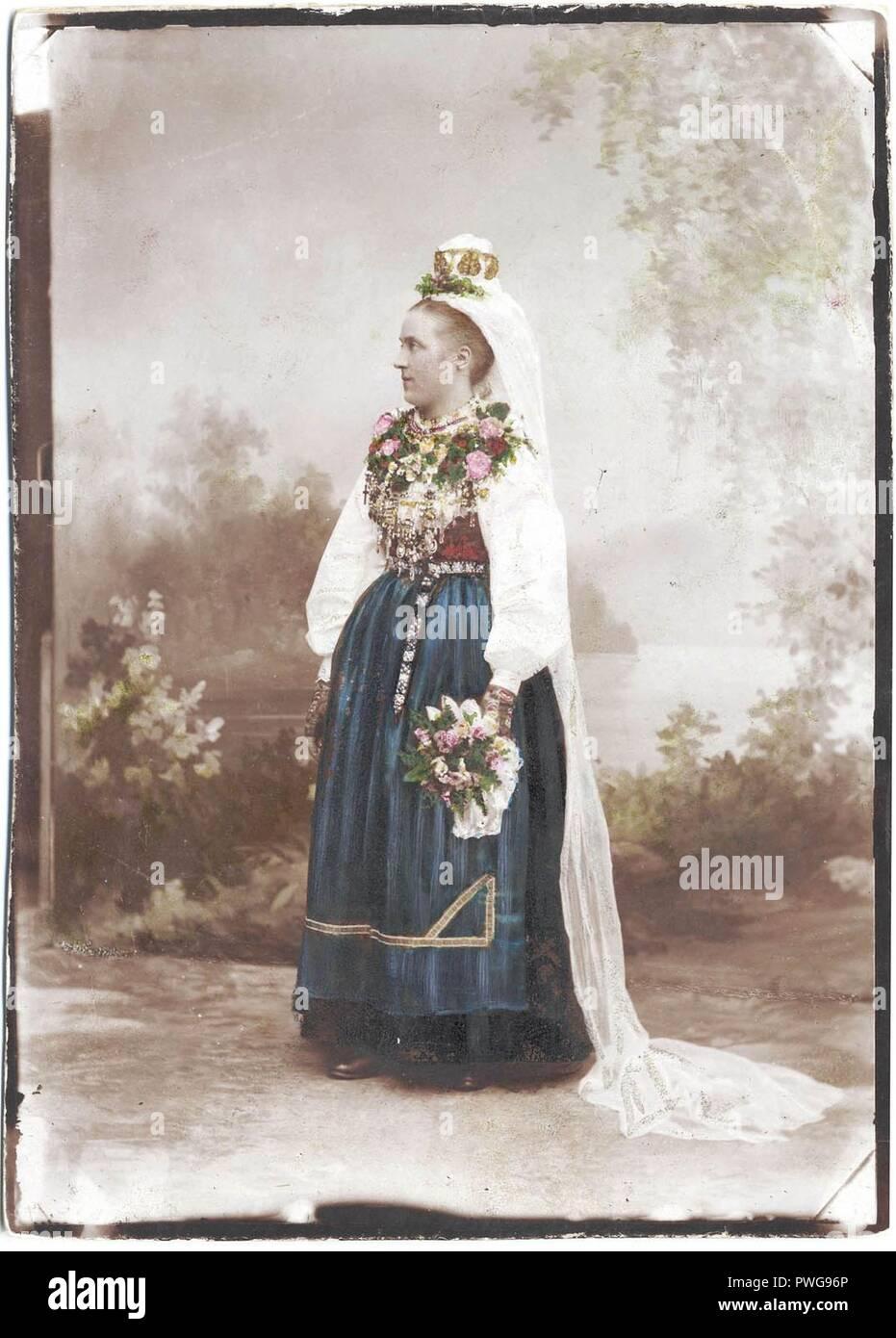 Bröllop, Leksand, Dalarna. Brud i Leksandsdräkt - Nordiska Museet - NMA.0043080. - Stock Image