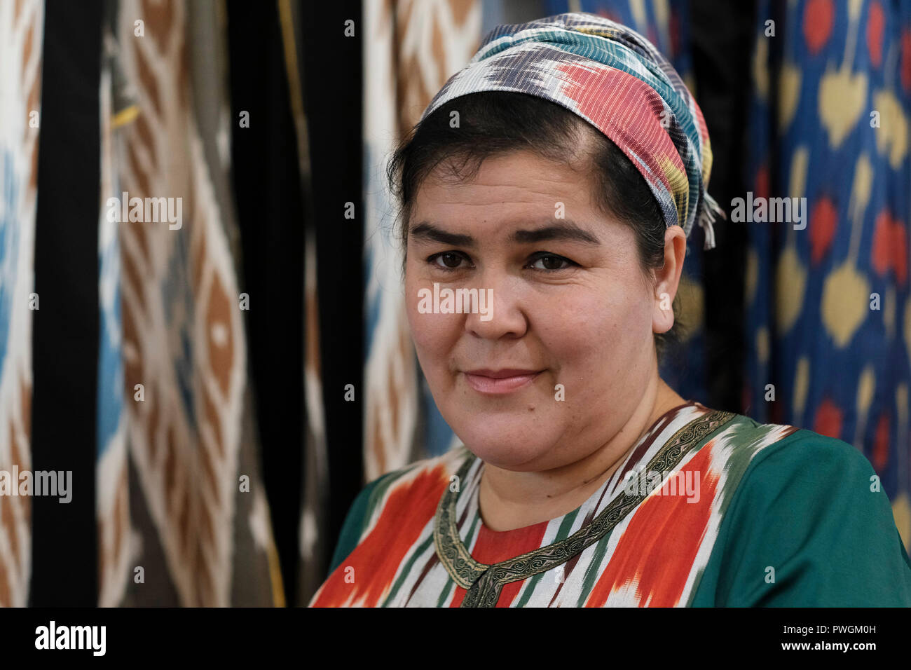 An Uzbek woman wearing traditional garment in the city of Tashkent capital  of Uzbekistan - Stock 68a4b31f0798