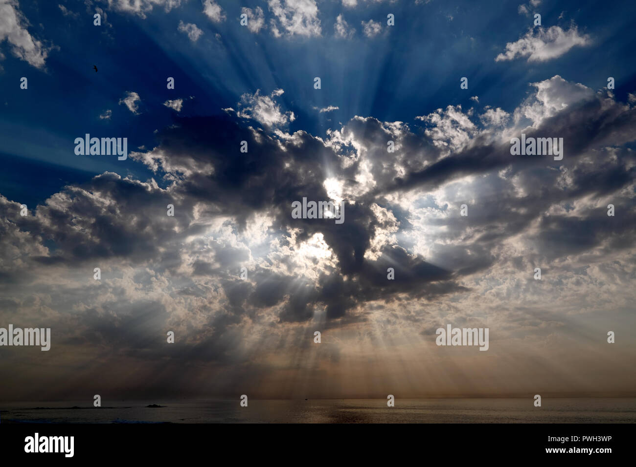 Real dark sky with sun and sunbeams in the Portuguese Coast - low edition photo - Stock Image