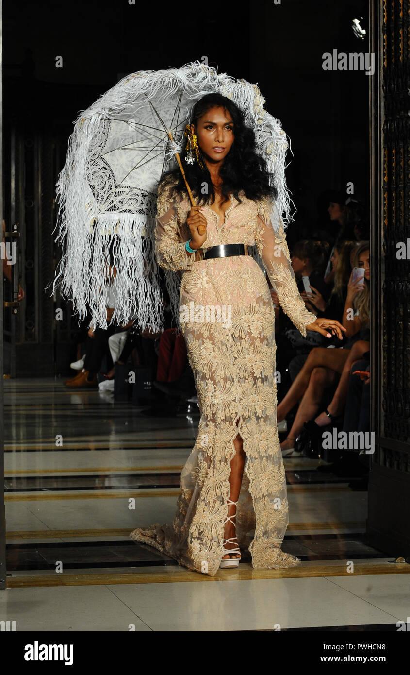 London Fashion Week Spring Summer 2019 Dubai Design Fashion Council X Fad Catwalk Featuring Model Where London United Kingdom When 14 Sep 2018 Credit Wenn Com Stock Photo Alamy