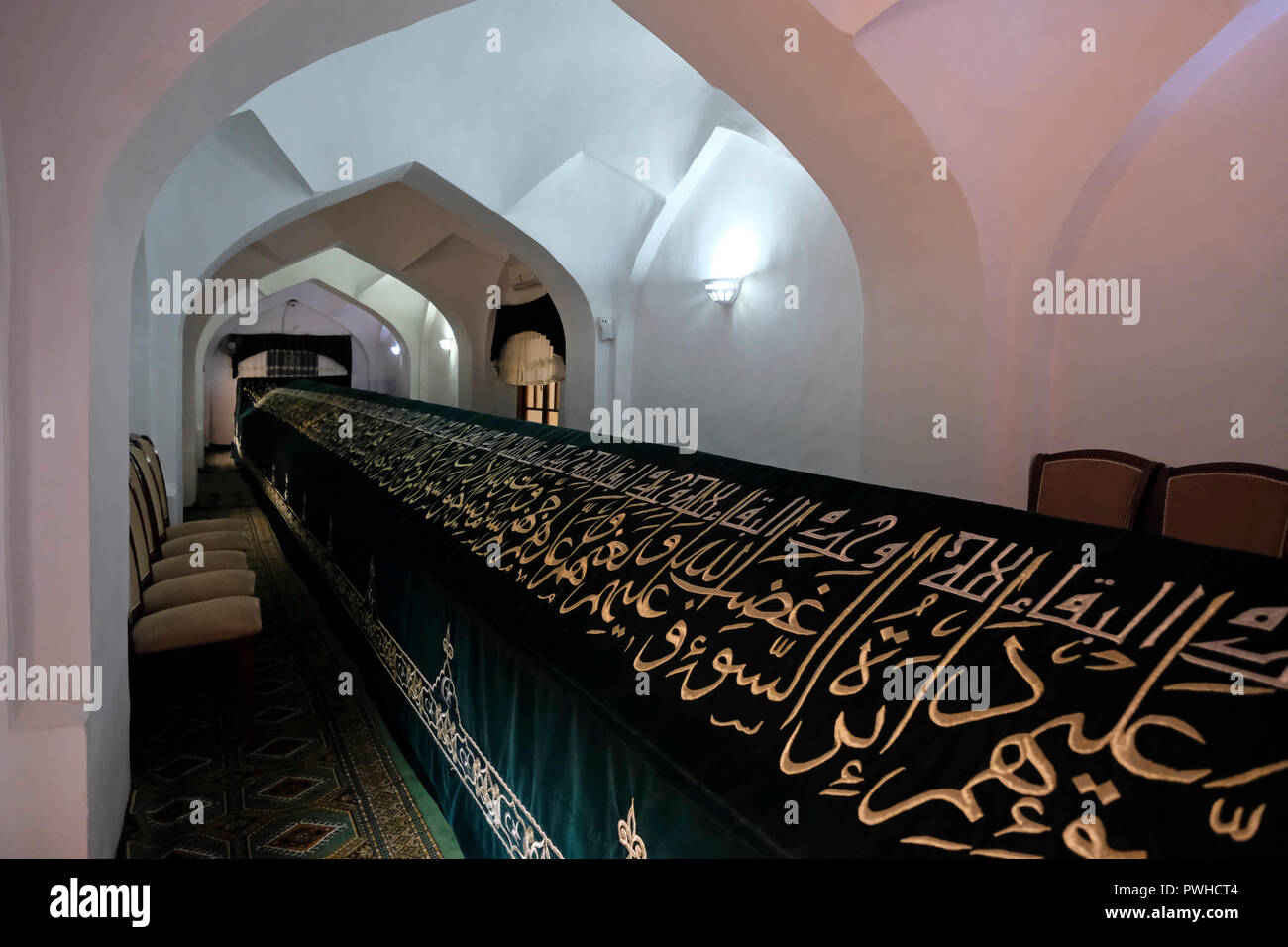 View of the long structure that holds an 18m long sarcophagus, reputedly holding the remains of the Old Testament prophet Daniel, revered by Muslims, Jews and Christians alike in the city of Samarkand alternatively Samarqand of the Timurid dynasty in Uzbekistan - Stock Image