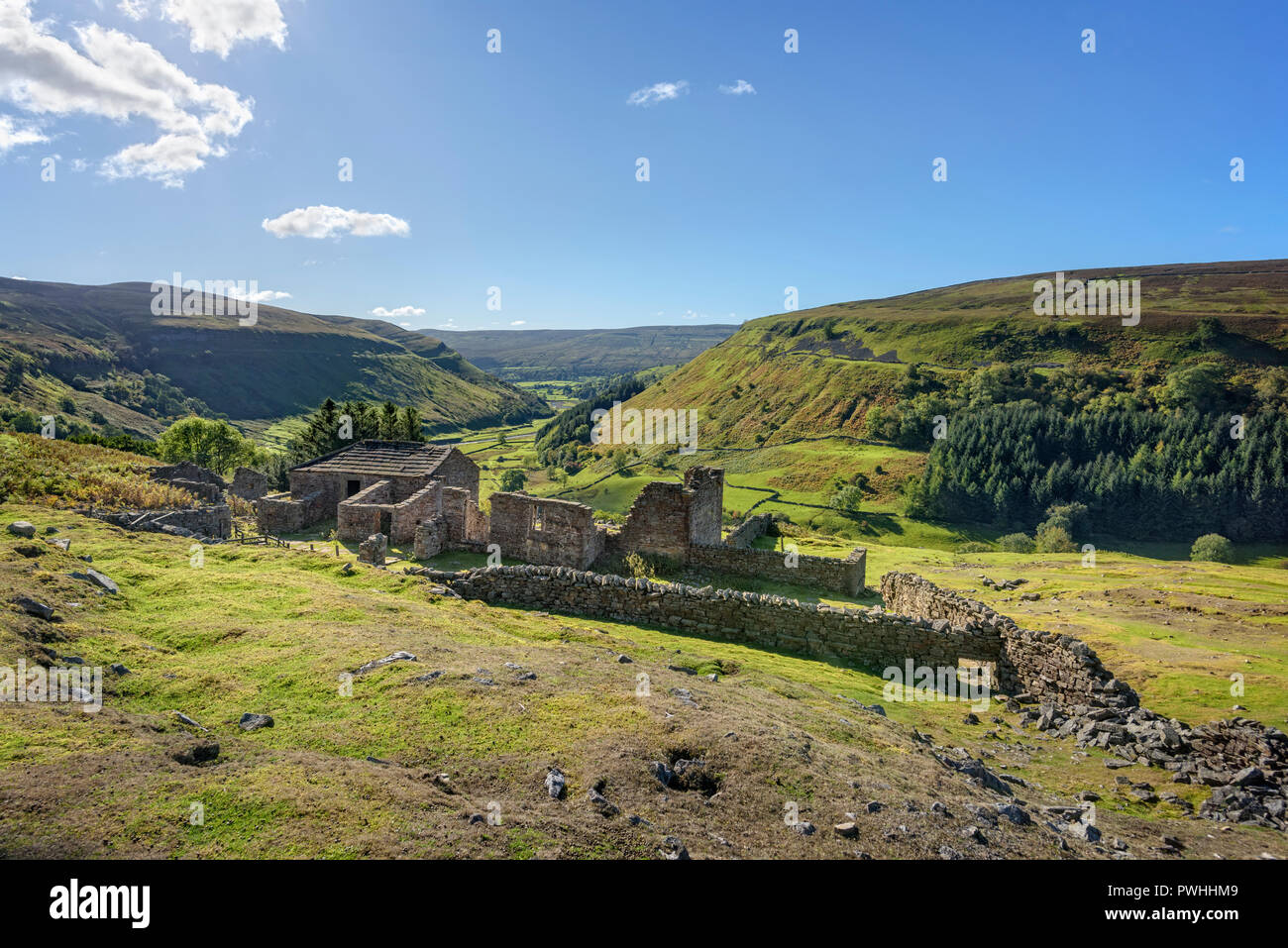 Ruined buildings at Crackpot Hall in Swaledale between Keld and Muker in the Yorjshire Dales - Stock Image