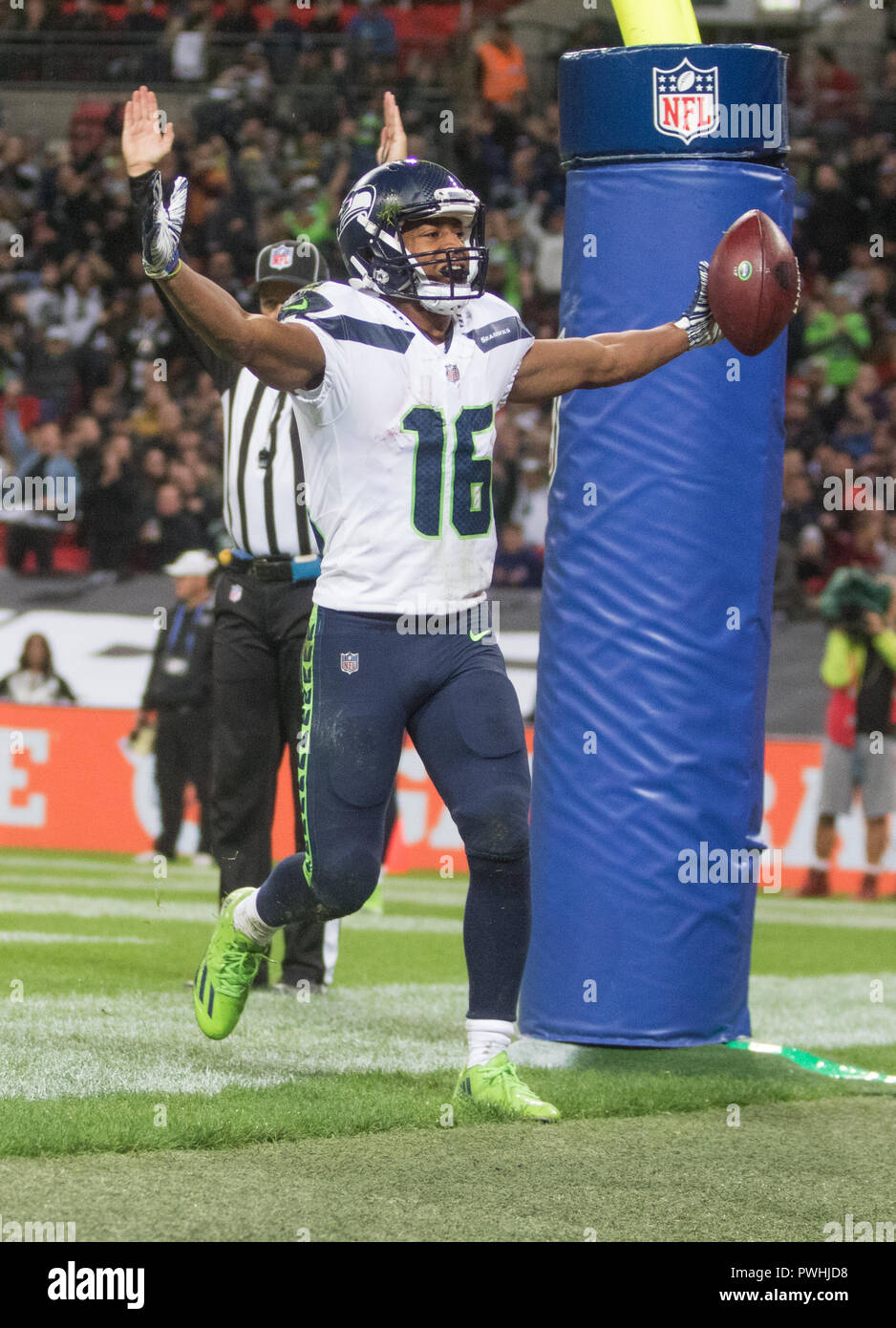 LONDON, ENG - OCTOBER 14: NFL: OCT 14 Seattle Seahawks Wide Receiver Tyler Lockett (16) celebrates touch down during International Series - Seahawks at Raiders(Photo by Glamourstock - Stock Image