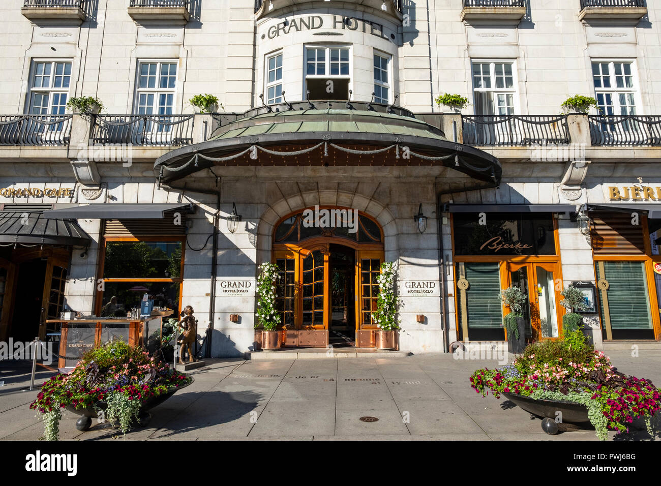 Entrance to Grand hotel, and the balcony where the Nobel Peace price winner meet the people of Oslo. - Stock Image