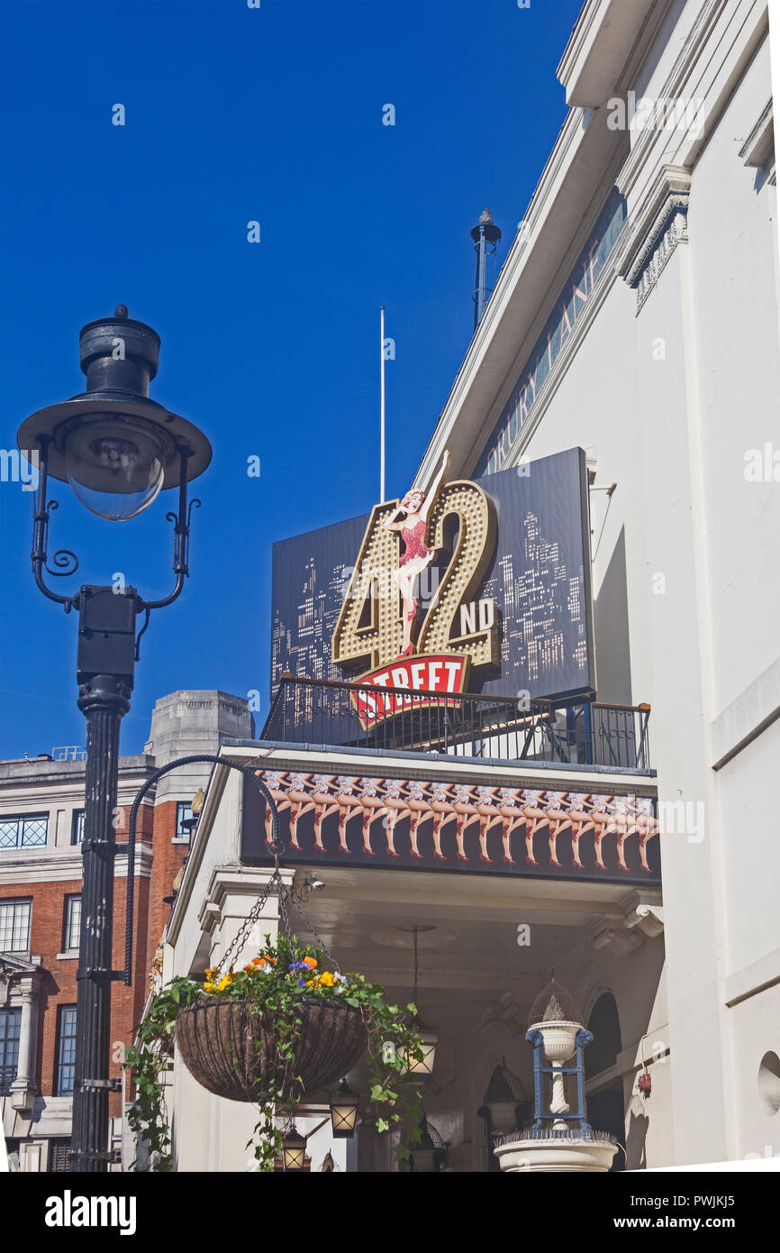 London, Covent Garden.   The Theatre Royal, Drury Lane, advertising the latest in a succession of long-running musicals. - Stock Image
