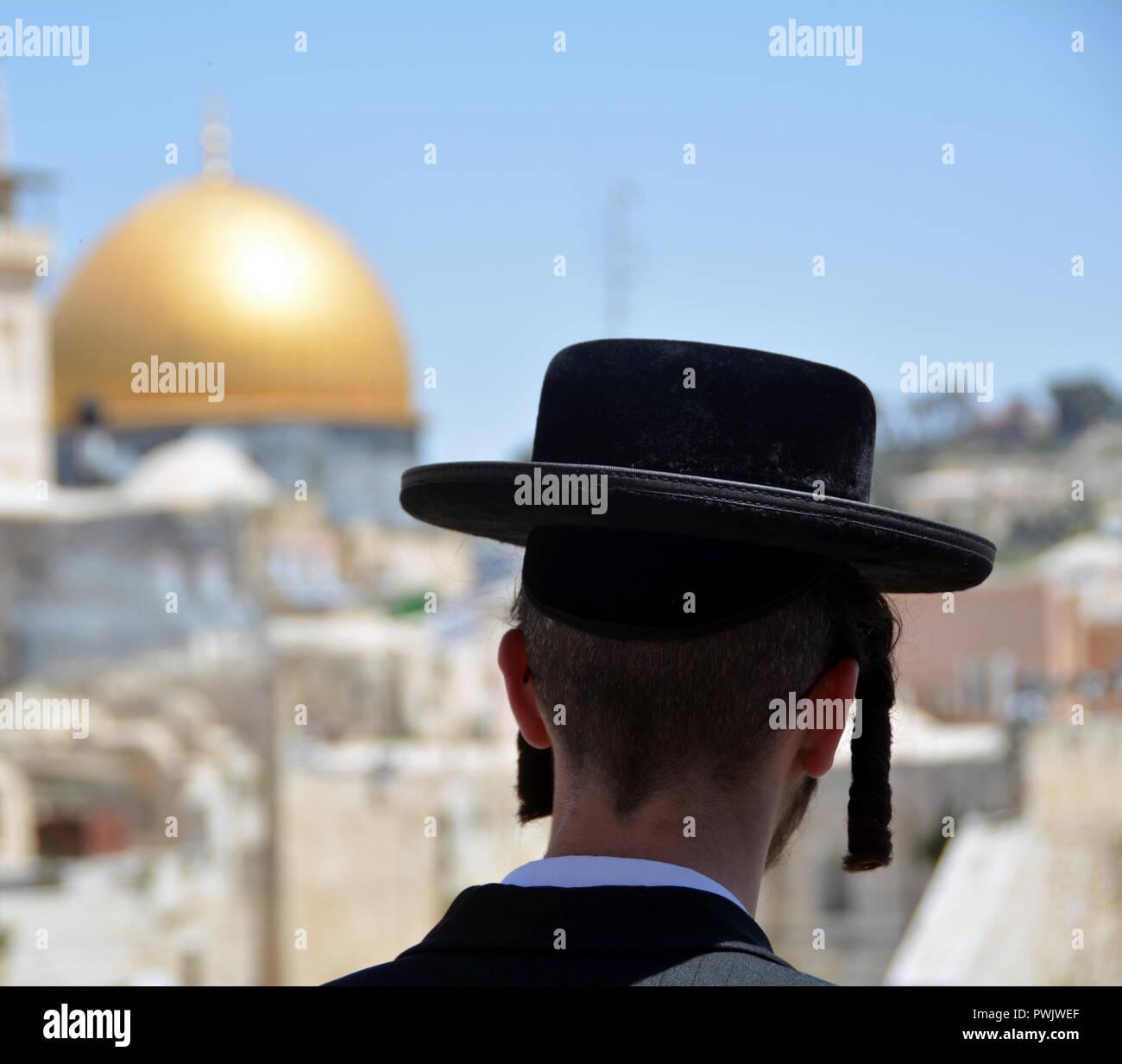 An orthodox Jew in Jerusalem - Stock Image