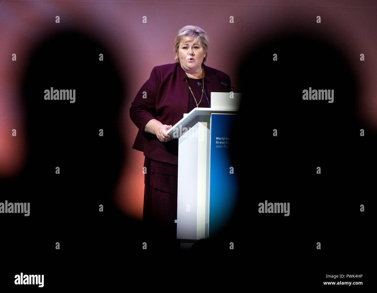 Berlin, Germany. 16 October 2018, Berlin: 16 October 2018, Germany, Berlin: Erna Solberg, Prime Minister of Norway, speaking at the closing event of the World Health Summit 2018. 2,000 participants and 300 speakers from 100 countries discussed pressing issues of global health care and the prevention of preventable diseases at the three-day event. Photo: Bernd von Jutrczenka/dpa Credit: dpa picture alliance/Alamy Live News - Stock Image