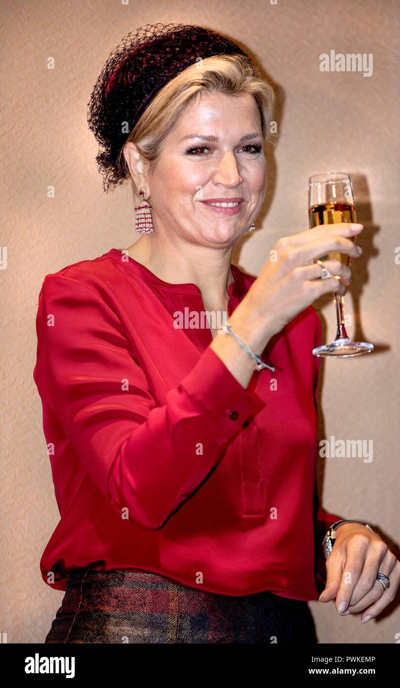 The Hague, Netherlands. 17th Oct, 2018. Queen Maxima of The Netherlands at the office of the Verbond van Verzekeraars, on October 17, 2018, to attend the jubilee celebration 40th anniversary and reopening of the Dutch Association of Insurers Credit: Albert Nieboer/ Netherlands OUT/Point de Vue OUT  /dpa/Alamy Live News Stock Photo