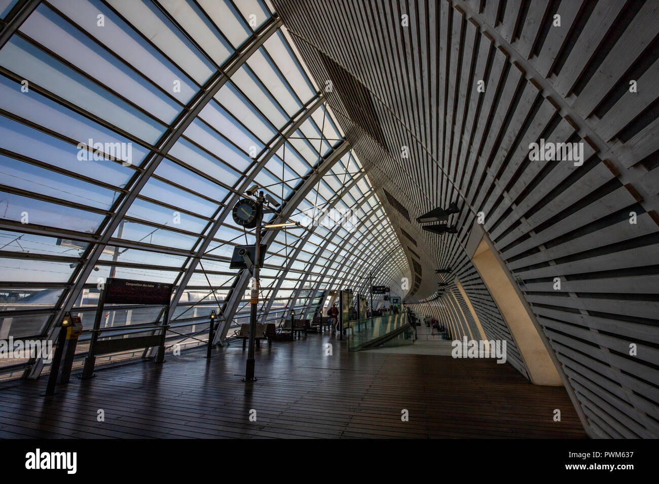 Avignon Tgv Station Was Designed Under The Direction Of Jean Marie Duthilleul Of Arep The Station Development Arm Of Sncf Duthilleul Is A French Ar Stock Photo Alamy