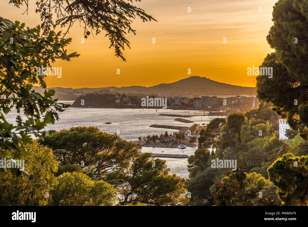 France, Provence-Alpes-Cote-d'Azur, Var, Toulon, roadstead, overall view - Stock Image