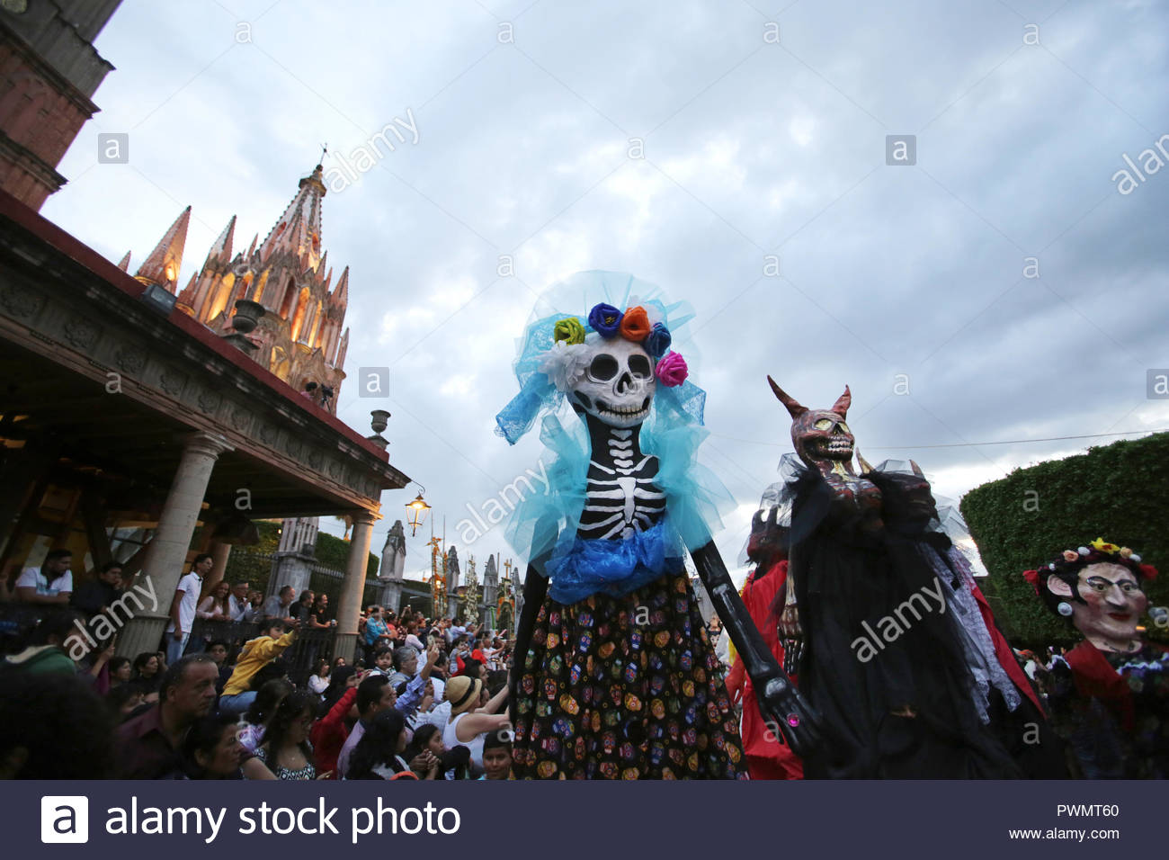 Mojiigangas (giant puppets) dancing at an annual fiesta in San Miguel de Allende, Mexico. - Stock Image