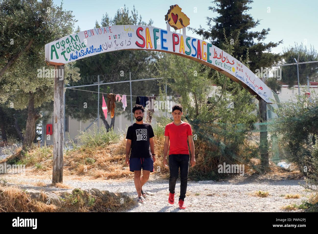 Zeltcamp neben dem Lager MORIA CAMP für Flüchtlinge, die mit einem Boot vom der nahen Türkei herübergekommen sind. Insel Lesbos, Griechenland, Mai 2018 - Stock Image