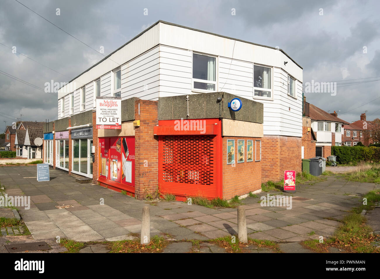 closed down and to let Bargain Booze shop in Sandbach Cheshire UK - Stock Image