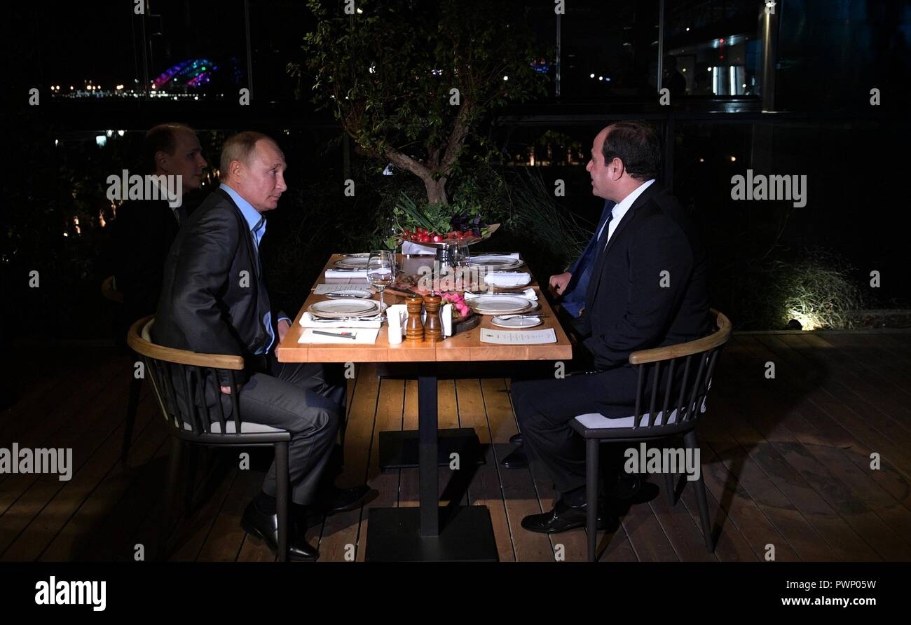 Russian President Vladimir Putin and Egyptian President Abdel Fattah el-Sisi, right, hold an Informal meeting at an outdoor restaurant October 16, 2018 in Sochi, Russia. - Stock Image