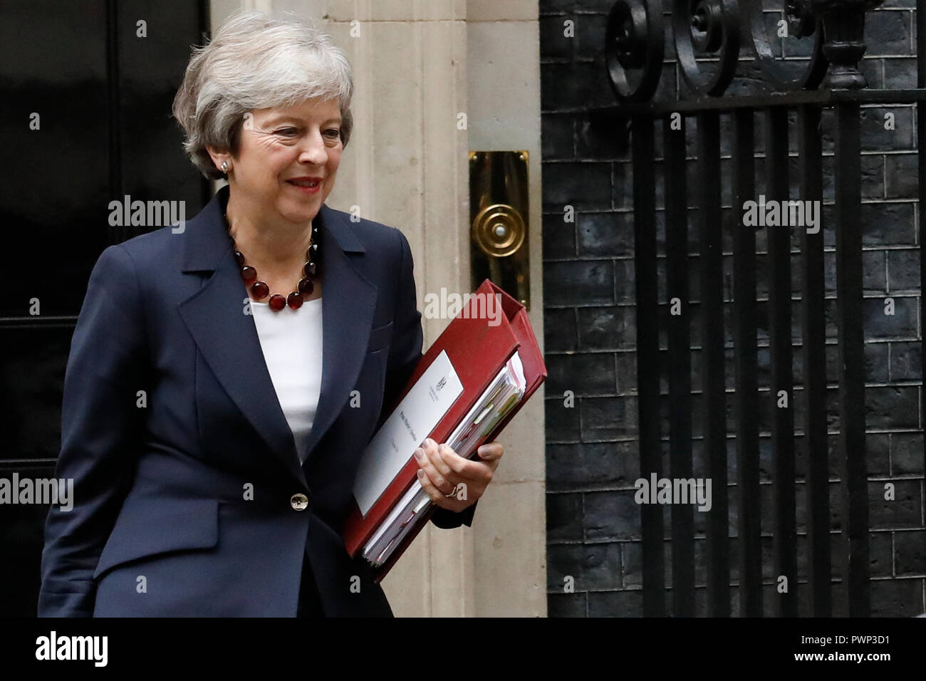 London, UK. 17th Oct, 2018. Britain's Prime Minister Theresa May leaves, ahead of ahead of an EU summit in Brussels, from 10 Downing Street in London, Wednesday October 17, 2018. Credit: Luke MacGregor/Alamy Live News Stock Photo