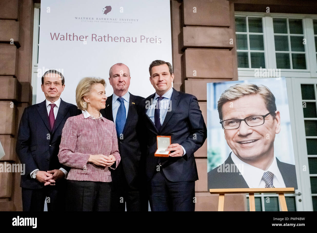 17 October 2018, Berlin: 17 October 2018, Germany, Berlin: Hartmuth Jung (L-R), Chairman of the Walther Rathenau Institute, Ursula von der Leyen (CDU), Federal Minister of Defense, Philip Murphy, Governor of the US State of New Jersey, and Michael Mronz, life partner of the late Guido Westerwelle, will be together at the posthumous presentation of the Rathenau Prize 2018 to Guido Westerwelle. Westerwelle is posthumously honoured by the Walther Rathenau Institute, Foundation for International Politics, 'for his work in the sense of a peaceful world order based on international understanding'. P - Stock Image