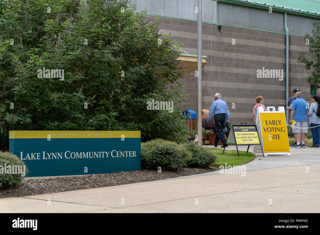 Raleigh, North Carolina, USA. 17th Oct, 2018.  Early voting begins for 2018 midterm elections, Lake Lynn Community Center. One-Stop early voting site in Raleigh. Credit: Michael Reilly/Alamy Live News - Stock Image