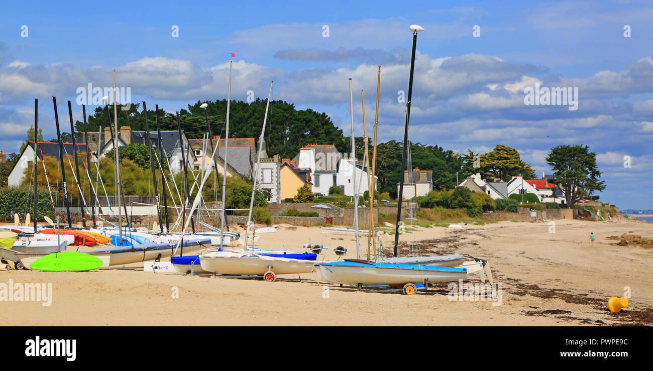France, Brittany, Morbihan, Quiberon, Saint-Pierre-Quiberon. Kerbourgnec beach - Stock Image
