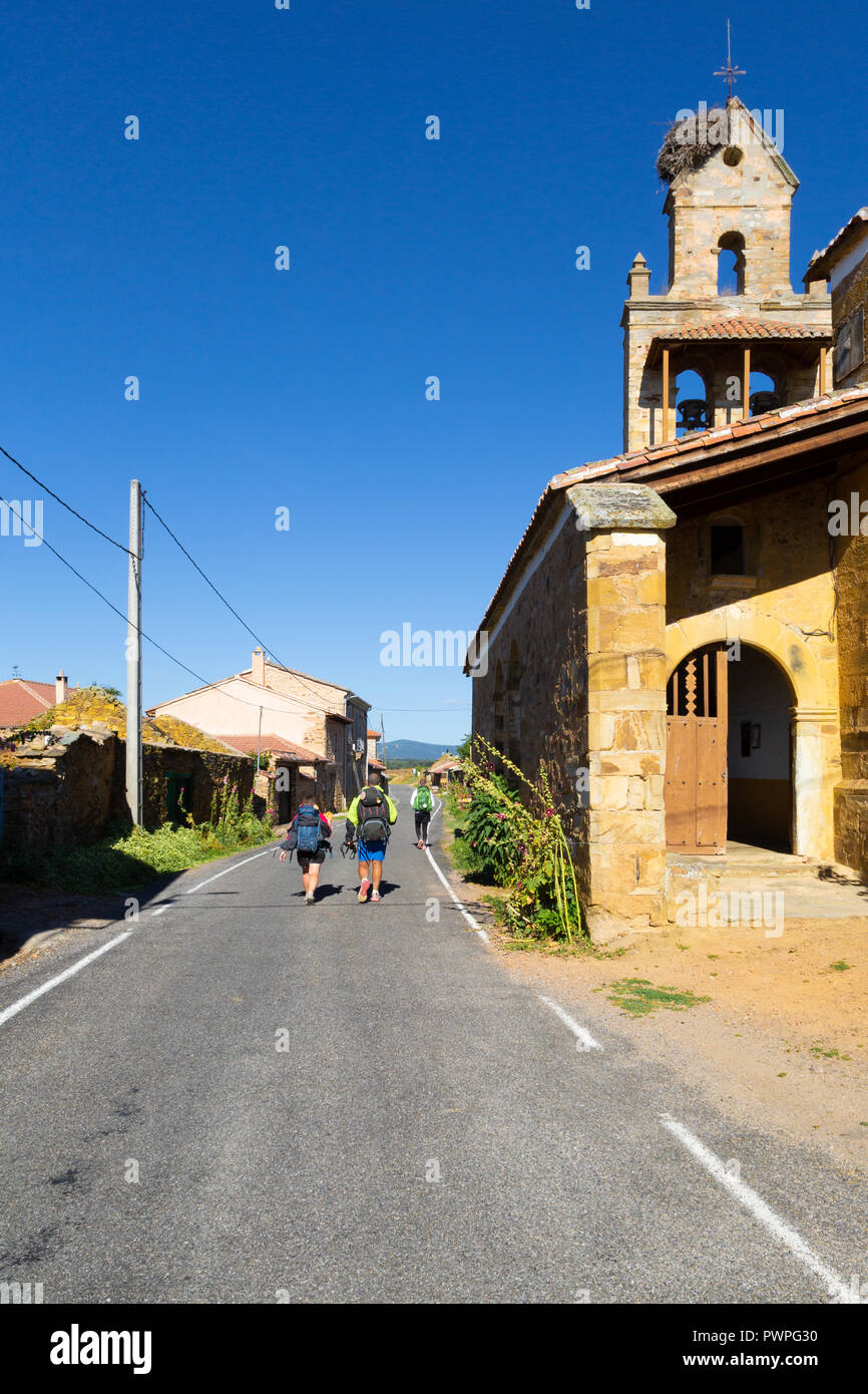 Camino de Santiago (Spain) - Pilgrims in El Ganso along the way of St.James, in the spanish meseta - Stock Image