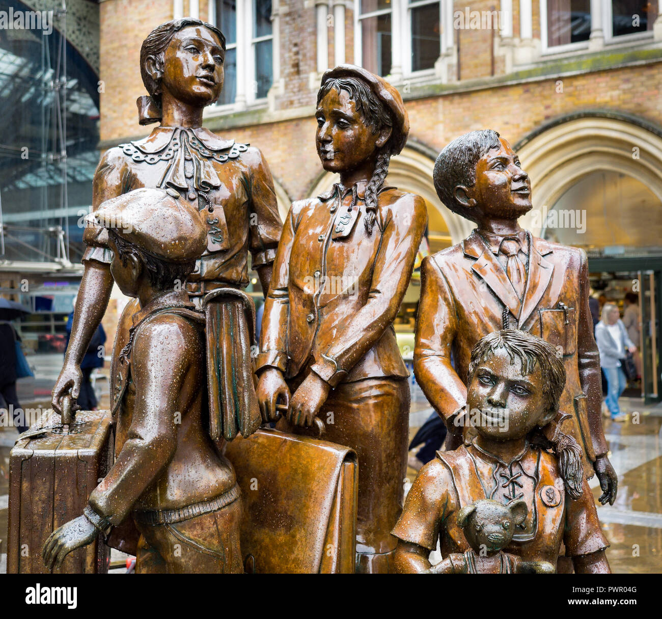 'Kindertransport - the arrival' Liverpool Street Station in London, where trains of jewish children fleeing from Nazi tyranny arrived - Stock Image