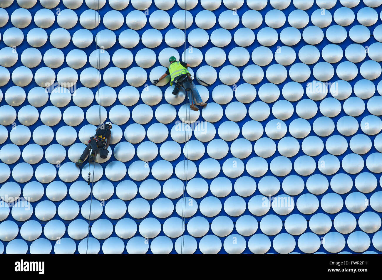 Cleaners suspended by ropes on the outside of Selfridges department store in the Bull Ring, Birmingham Stock Photo