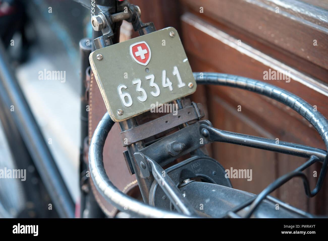 Schweizer Fahrradkennzeichen, Fahrrad-Nummerntafel Stock Photo